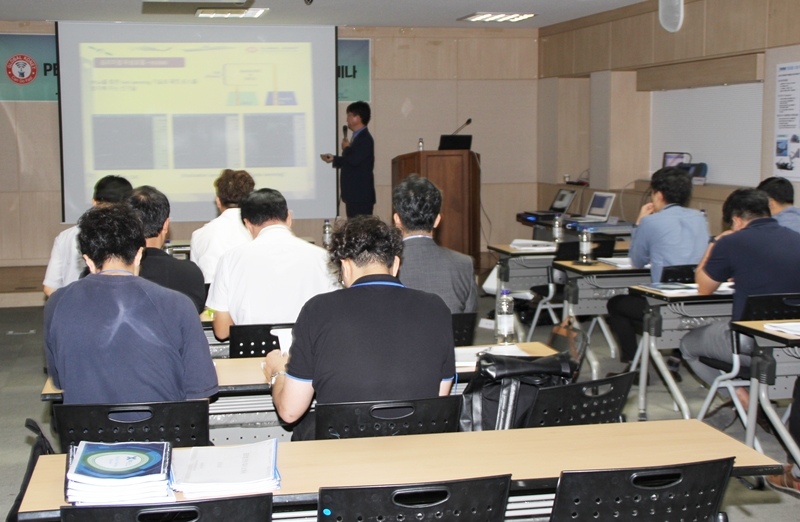 김연곤 글로벌코넷 대표가 PEP 기술동향에 대해 설명하고 있다.